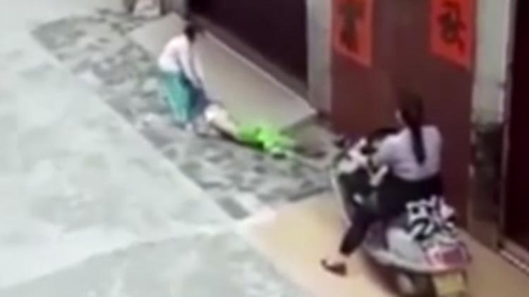 Una abuela atropella a su nieta de 6 años para