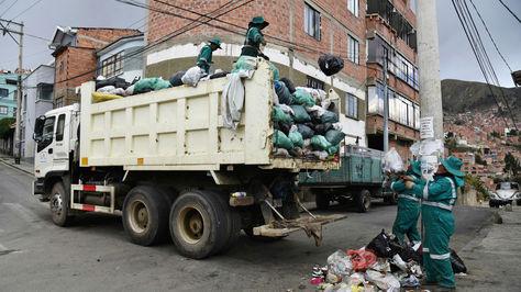 Trabajadores de La Paz Limpia durante una jornada de trabajo.