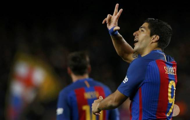 Luis Suárez celebra el primer gol del Barça. (Reuters)