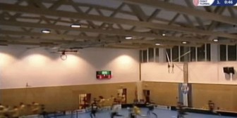 Video: Dos equipos de floorball se salvan de ser aplastados al colapsar el techo de un gimnasio