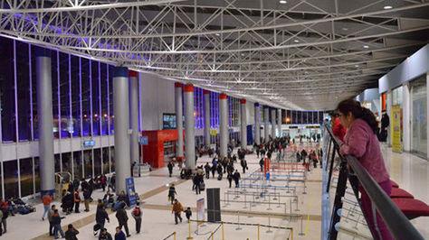 Vista del interior del aeropuerto de El Alto