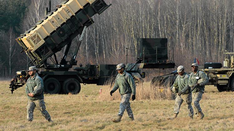 Un camión militar de EE.UU. vuelca en Polonia y esparce munición de tanque por una carretera (Video)