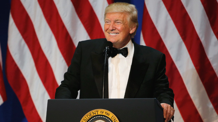 Miles de estadounidenses exigen que Donald Trump revele sus declaraciones fiscales