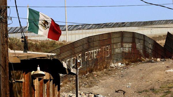 """Trump prometió comenzar la construcción del muro, deportar a los inmigrantes ilegales y perseguir a las """"ciudades santuario"""" desde el inicio de su mandato (AFP)"""