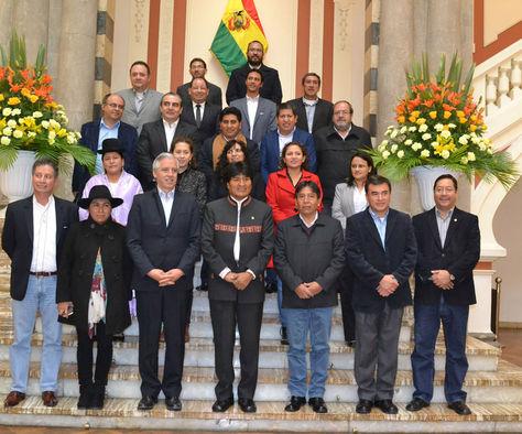 El presidente Evo Morales y su Gabinete después de la última sesión de 2016. Foto: ABI