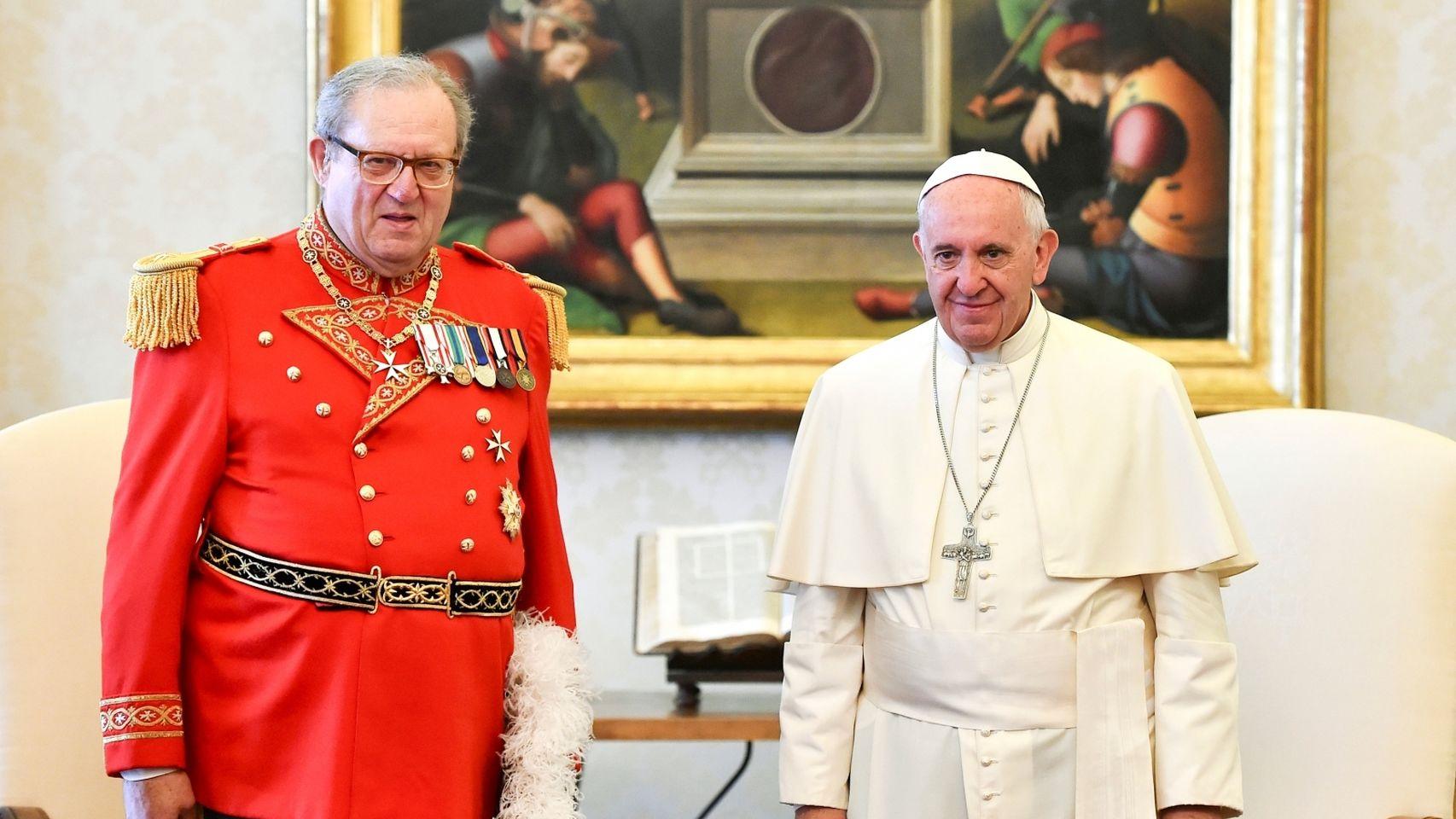 El hasta ahora gran maestro de la Orden de Malta junto al papa Francisco.