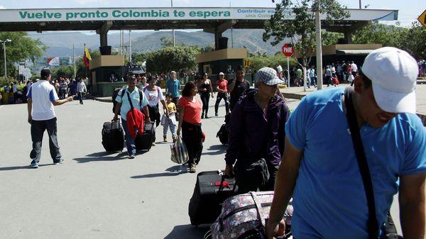 Cientosde venezolanos cruzan a diario la frontera con Colombia en busca de mejores oportunidades (Reuters)