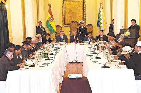 Palacio. Gobernadores de los nueve departamentos se reunieron a fines de 2016 para crear comisión técnica del pacto fiscal. Foto: Archivo