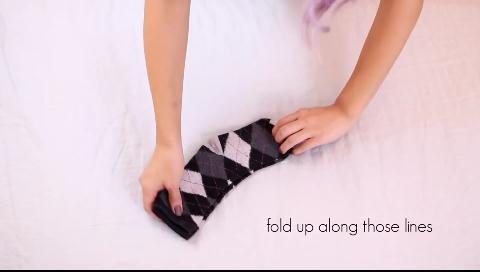 ¿Enrolla los calcetines en una bola o los dobla? Da igual, lo está haciendo mal