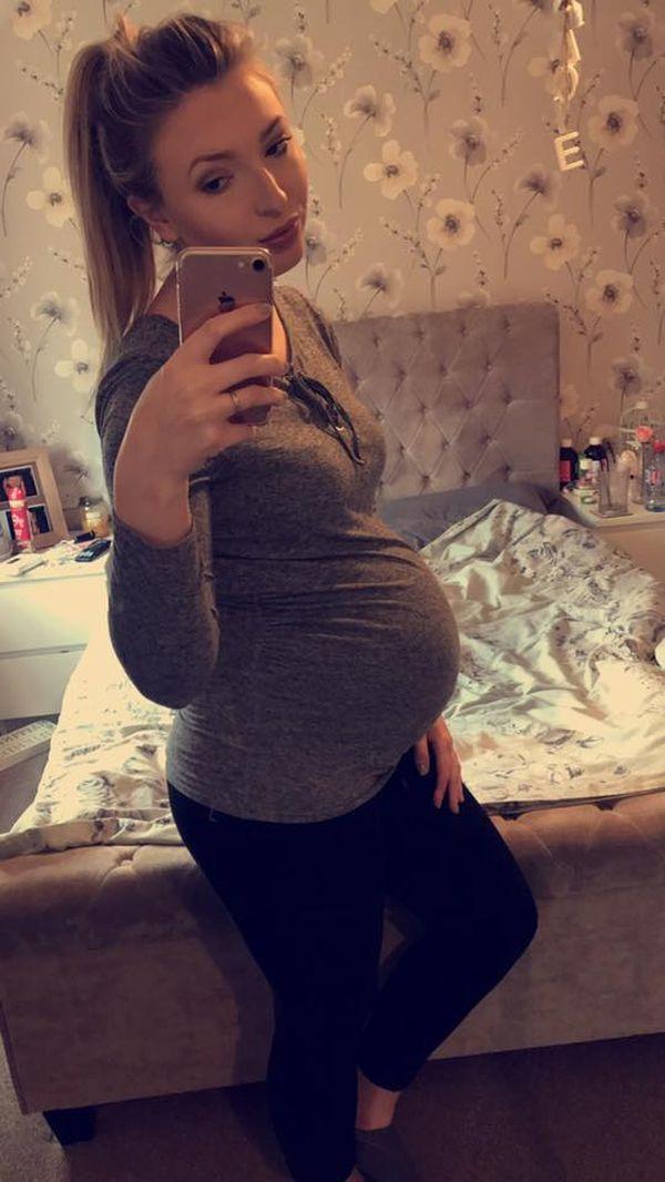 """Durante todo el embarazo, Charlotte mostró la evolución de su vientre. Estaba ansiosa por conocer a su """"pequeña princesa"""""""