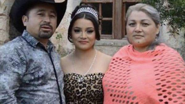 Rubí Ibarra junto a sus padres, a comienzos de diciembre pasado, cuando su video se viralizó y comenzó a ser una sensación mundial