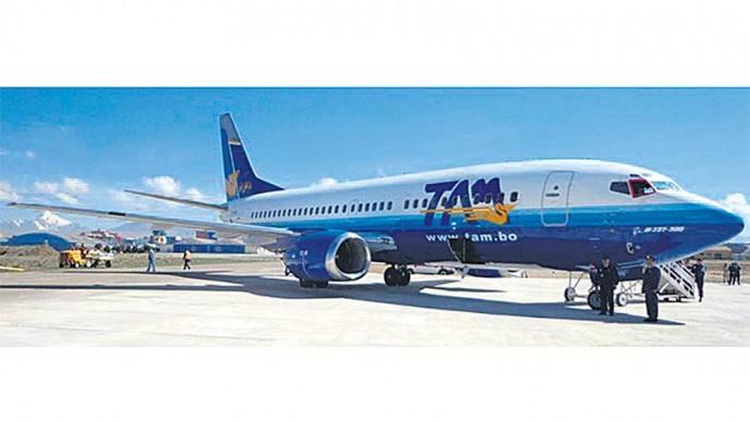 CONFLICTO. El Boeing 737-300 del TAM se suma a otros aviones paralizados de la FAB.