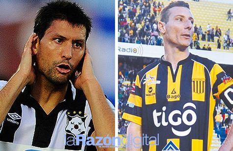 Ignacio González (izq.) de Wanderers y Pablo Escobar de The Strongest se enfrentan en Montevideo. Fotocomposición: La Razón Digital