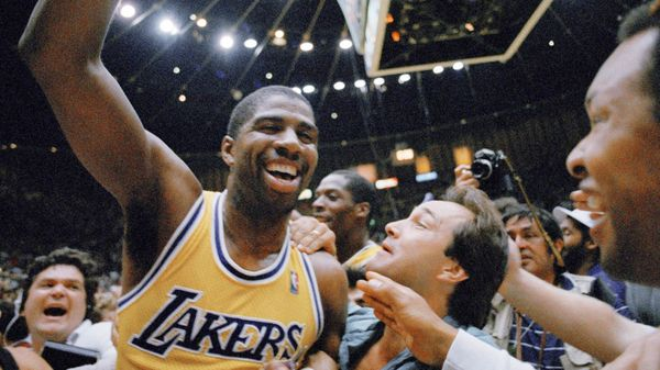 Magic Johnson obtuvo cinco anillos con los Lakers (AP)