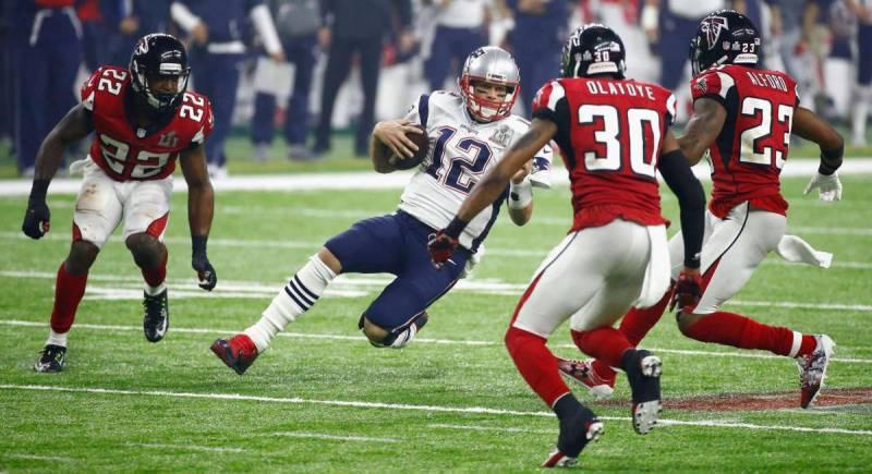 Tom Brady, en un lance del juego esta noche.