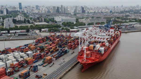 Una conflicto de tarifas podría afectar precios en Estados Unidos y empleos en China (Adrián Escandar)