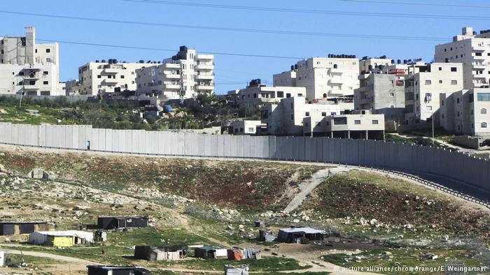 Muro y asentamiento en Cisjordania