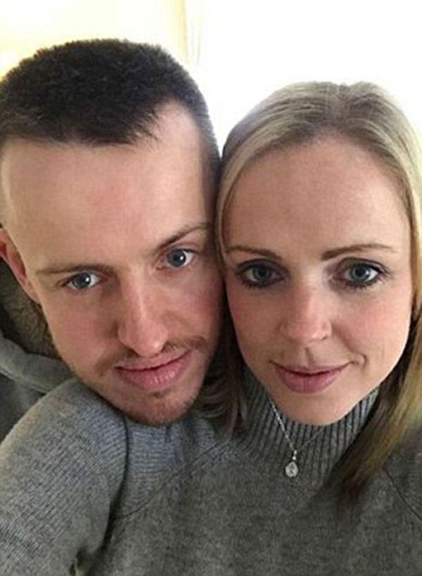 Graham McQuet y su novia Marianne Stirling. Sharp siguió sus pasos durante cuatro años para simular una vida feliz junto al hombre