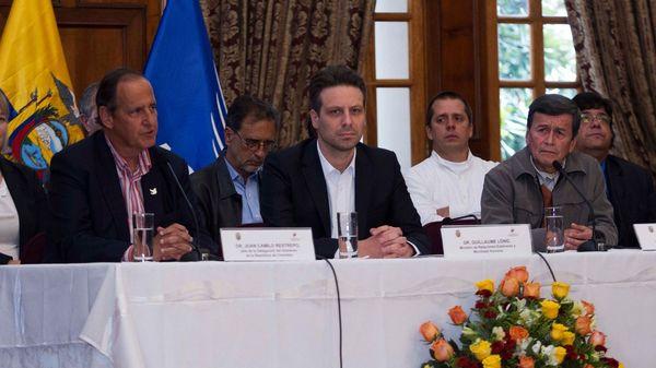 Las delegaciones del gobierno colombiano y del ELN en Ecuador (Reuters)