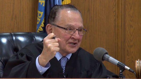 El juez Frank Caprio, de Rhode Island