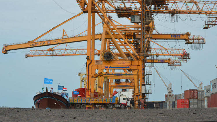 La coalición liderada por Arabia Saudita redobla los ataques a un puerto yemení