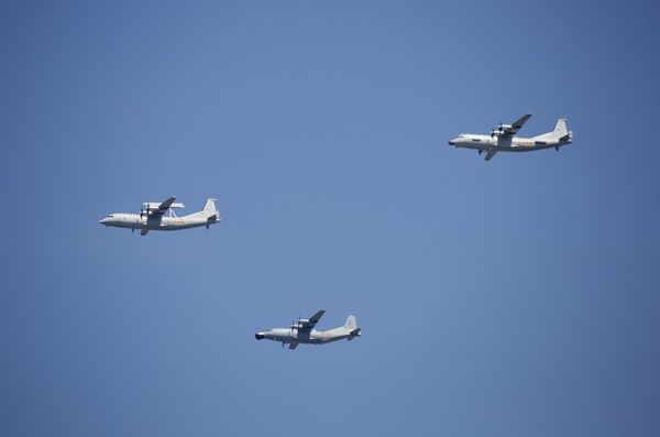 Imagen de archivo de una nave KJ-200 (como la usada por China en el incidente), una Y-8J y un avión 9JB (AP)