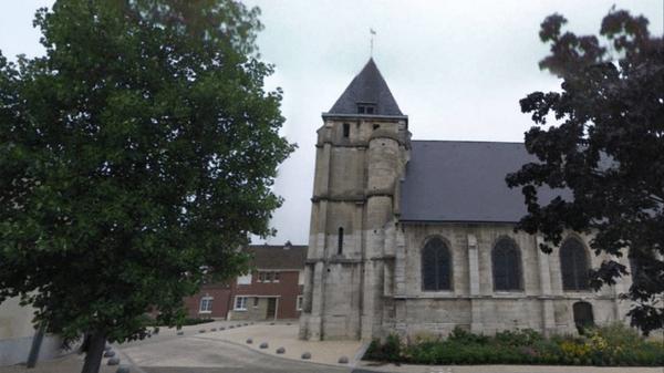 La iglesia en Saint-Etienne-du-Rouvray donde dos yihadistas degollaron a un sacerdote, una de las presuntas obras de Kassim