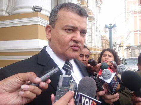 Ronald Nostas, titular de los empresarios privados de Bolivia, responde a las inquietudes del periodismo. Foto: Aline Quispe