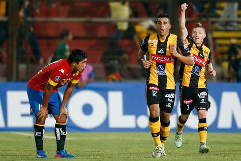Chumacero celebra su gol