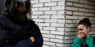 """""""Cuando nadie os vea, patada en la boca"""": Incitación a la brutalidad policial en España"""
