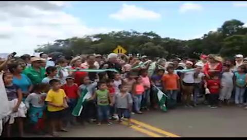 Rubén Costas inaugura tramo caminero del sector productivo Montero- Turobito