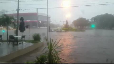 Intensa lluvia en Santa Cruz: Muere una persona y militares rescatan a una joven