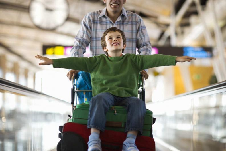 5 consejos para padres de ninos que viajan solos