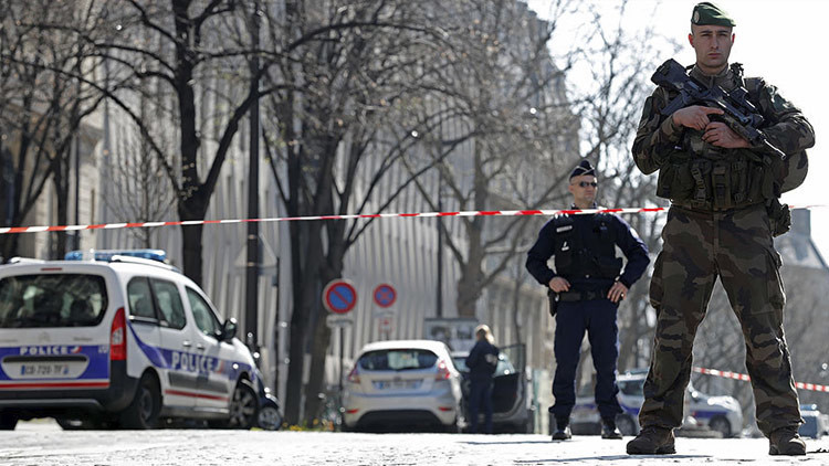 Herido un policía en un tiroteo en el norte de París