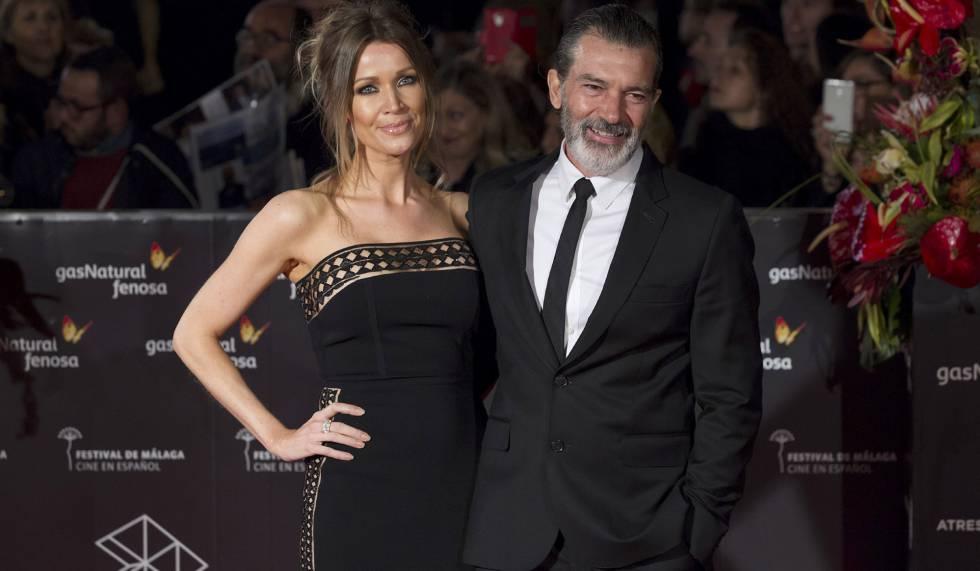 Antonio Banderas y Nicole Kimpel en el Teatro Cervantes, en Málaga, momentos antes de recibir la Biznaga de Oro honorífica en la clausura del vigésimo Festival de Cine en Español de Málaga.