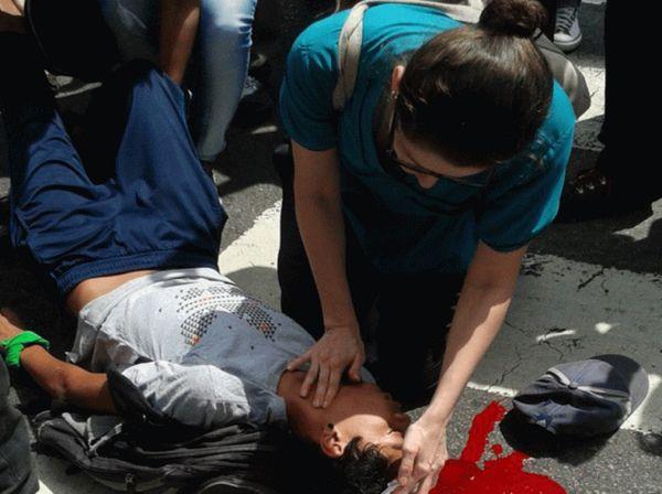 Muere adolescente herido en marcha opositora en Caracas