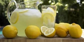 """""""Bebí agua con limón durante dos semanas y esto es lo que pasó"""""""