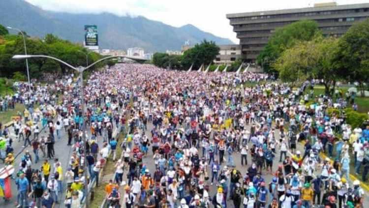 Los venezolanos protestan contra la Asamblea Constituyente convocada por Nicolás Maduro.