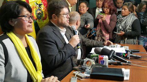 El jefe de Unidad Nacional (UN), Samuel Doria Medina, en conferencia de prensa. Foto: Ángel Guarachi.
