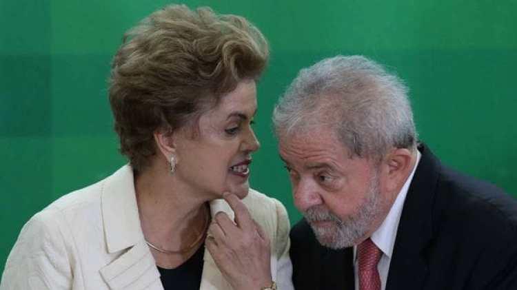 Dilma Rousseff junto a Lula da Silva (AP)
