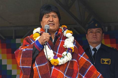 El presidente Evo Morales en la entrega este domingo del colegio 'Isabel Torrico Arnés', en el municipio de Tiraque, Cochabamba. Foto: ABI