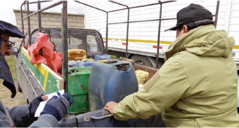 Ejército decomisa 8 camiones con contrabando proveniente de Perú