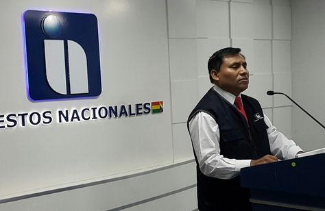 El presidente del Servicio de Impuestos Nacionales (SIN), Mario Cazón, en conferencia de prensa. Foto: La Razón