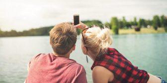 ¿Por qué mi novio no publica fotos de nosotros en sus redes sociales?