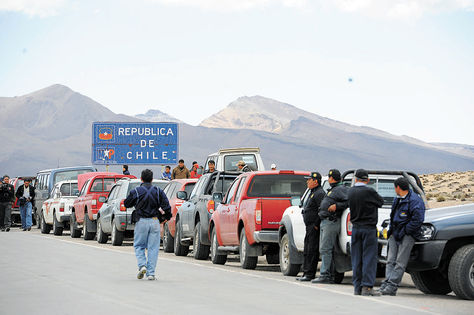 Resultado de imagen de transportistas en paso fronterizo Tambo Quemado