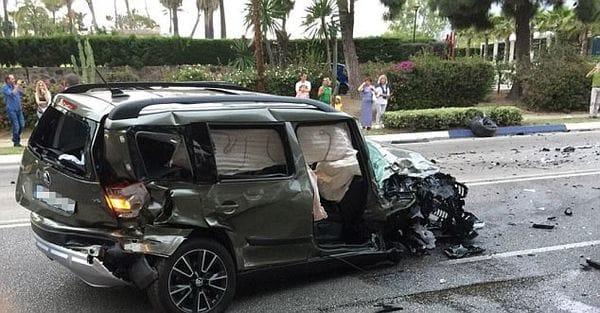 Uno de los vehículos golpeados por el conductor ebrio (Daily Mail)