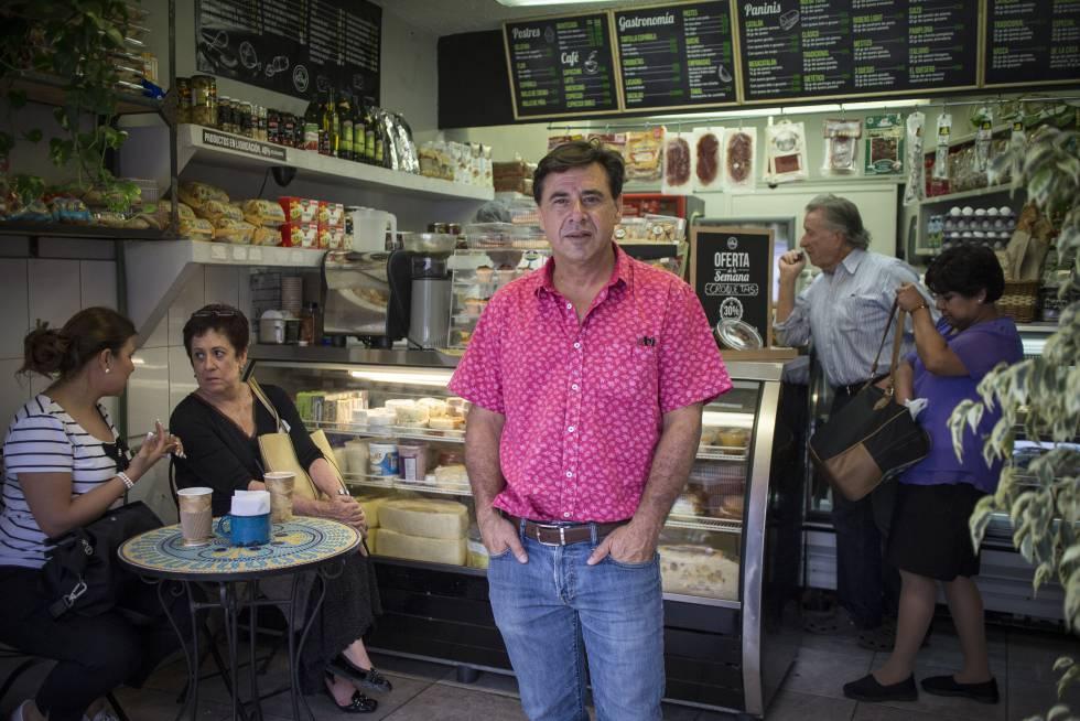 El empresario Alejandro Marín, en una de sus tiendas.