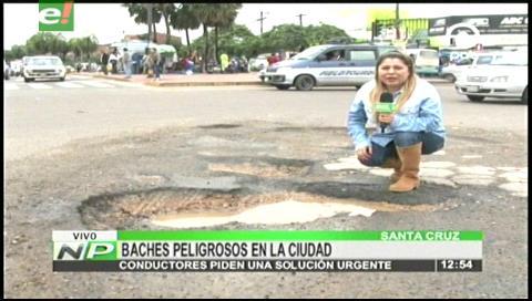 Santa Cruz: Baches generan incomodidad y protesta en los conductores
