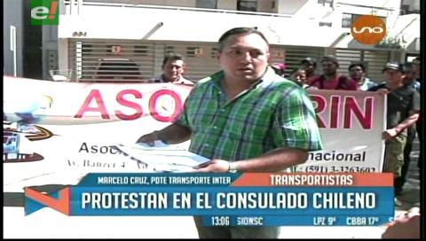 Santa Cruz: Transportistas protestan en el consulado chileno
