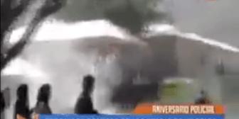 """¿Molestos con Evo? con silbatina y gases lacrimógenos """"celebran"""" aniversario de la Policía"""
